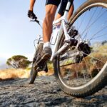 Should Your Feet Touch the Ground On a Bike